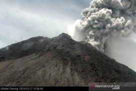 Gunung Merapi kembali erupsi dengan tinggi kolom 5.000 meter