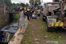 Mobil minibus masuk selokan, satu penumpang tewas lima luka-luka
