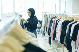 UNIQLO Indonesia gandeng Ayudia C luncurkan Panduan Modest Wear Manual untuk perempuan berhijab di Indonesia