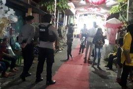 Polres Ternate bubarkan warga di pusat keramaian
