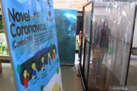 Bilik penyemprotan disinfektan  di terminal Bungurasih