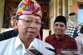 Gubernur Koster minta masyarakat tunda perjalanan keluar Bali