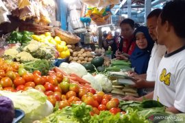 Markets, shopping malls in East Java's Jember closed weeklong