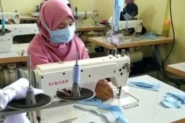 Barito Kuala produces masks for free distribution
