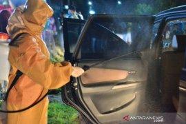 Sejumlah pengendara melintas Kota Padangsidimpuan tidak luput dari sterilisasi