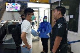 Polres dan Imigrasi Ketapang pulangkan TKA China cegah penyebaran COVID-19