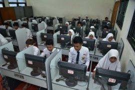 Pemkot Surabaya perpanjang masa belajar siswa di rumah