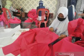 Pengadaan sendiri, Dinkes Padang bikin  APD dengan berdayakan UMKM