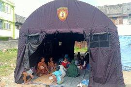 Polresta Ambon bangun tenda darurat bagi korban kebakaran di Ongkoliong