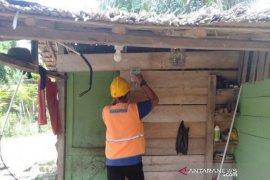 PLN pasang listrik gratis untuk warga miskin di Aceh Timur