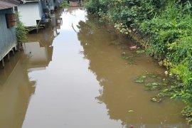 Environment Agency to scrutinize murky yellowish Martapura River water