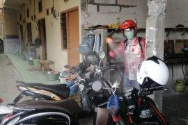 PSI Surabaya bagikan masker dan semprotkan disinfektan ke pemukiman warga