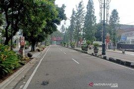 Ditutup sementara sejumlah jalan raya di Kota Bandung oleh polisi