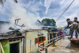 Diduga korsleting listrik, 1 rumah di Padangsidimpuan ludes terbakar