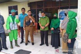 PPP Riau lakukan penyemprotan disinfektan di kantor lurah dan kompleks perumahan