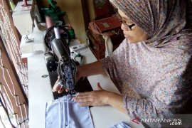 Gandeng penjahit, Dekranasda Siak produksi 10.000 masker