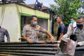 Kapolres Tapsel bantu padamkan kebakaran di Padangsidimpuan