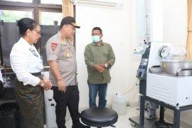 Polda Bali-Unud siapkan disinfektan dan hand sanitizer dari arak