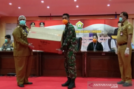 Pemprov Sulawesi Tenggara distribusikan 2.000 APD bantuan gugus tugas nasional