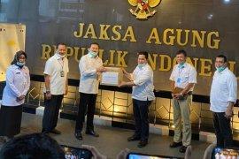 Menteri BUMN menyerahkan bantuan APD untuk RSU Adhyaksa Jakarta