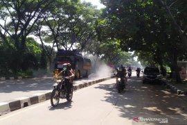 Polisi semprotkan disinfektan ke 754 lokasi secara serentak di Jawa Barat