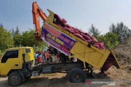 Bea Cukai Lhokseumawe musnakan 18 ton bawang merah ilegal