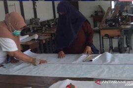 IFC Chapter Pontianak gandeng penjahit lokal produksi APD COVID-19