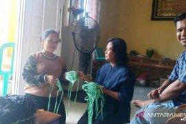 Pengusaha konveksi di Kubu Raya produksi masker untuk dibagikan gratis