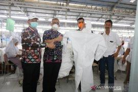 Pabrik garmen di Probolinggo produksi APD berstandar WHO