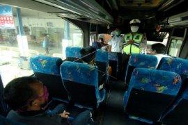 Penumpang angkutan travel Kerinci wajib pakai masker