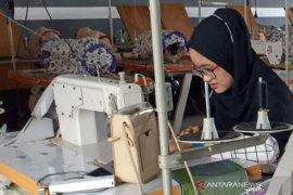 Sesuai standar medis, Pemkab HSS pesan ribuan masker gratis SMKN 1 Daha Selatan