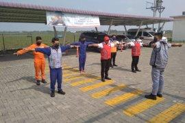 Cegah  COVID-19, petugas Jalan Tol Medan-Binjai berjemur bersama