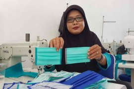 UKM binaan Cirebon Power produksi masker COVID-19