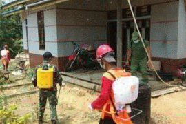 Cegah COVID-19, Satgas Pamtas semprotkan disinfektan di perbatasan RI-Malaysia