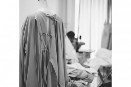 Desainer Indonesia Hian Tjen produksi puluhan APD untuk petugas medis
