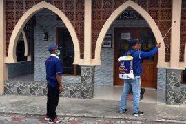Penyemprotan disinfektan, NasDem Surabaya komitmen cegah COVID-19