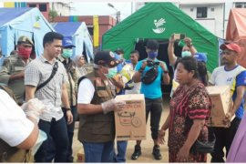 Pemkot Ambon serahkan bantuan bagi korban kebakaran Ongkoliong