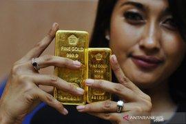 Selasa, harga emas Antam melonjak sebesar Rp32.000 per gram