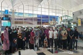 Malaysia pulangkan 160 warganya dari Sumatera terkait COVID-19