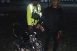 Pengendara motor tewas tabrak pembatas jalan depan kantor Bupati Simalungun