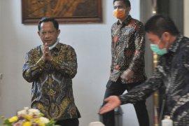 Presiden Jokowi minta Tito tegur kepala daerah yang memblokir jalan