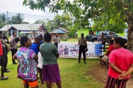 Polri-TNI dan Satpol PP di Supiori tingkatkan patroli cegah virus Corona
