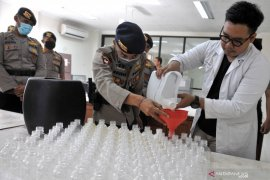 Hand sanitizer arak Bali terdistribusi sampai ke pelosok desa
