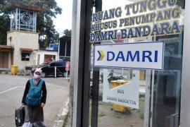 Perum Damri akan memberlakukan kewajiban penumpang mengenakan masker pada 12 April