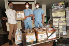 Komunitas Muslim SMMC bantu nutrisi dan vitamin kepada petugas medis COVID-19