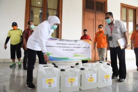 PTPN XI salurkan seribu liter cairan pembersih tangan ke Jatim