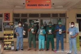 Komunitas muslim SMMC salurkan 300 paket nutrisi dan vitamin untuk petugas medis Covid-19