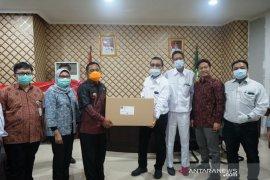Kabupaten Bekasi menerima bantuan 5.000 APD