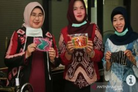 Dekranasda Banjar siapkan masker dari kain sasirangan cegah COVID-19