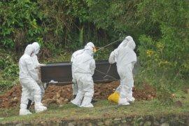 Depok sosialisasi terkait protokol pemakaman jenazah COVID-19 atasi penolakan